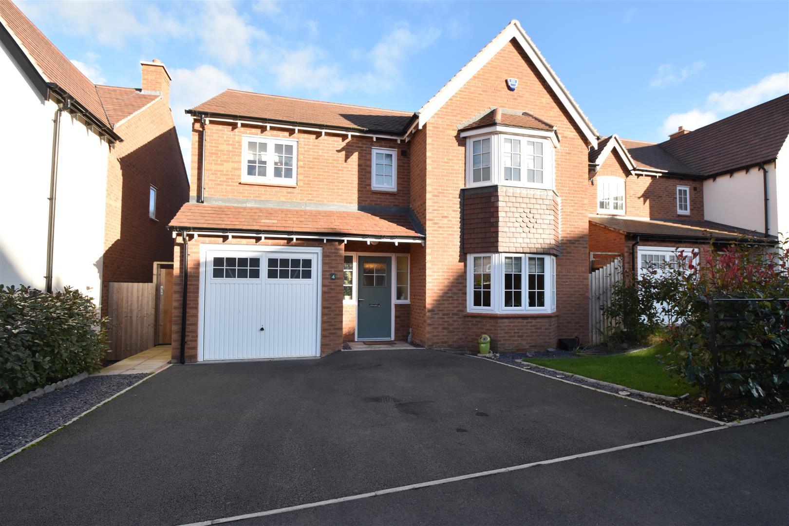 4 Bedrooms Detached House for sale in Woodedge Drive, Droitwich